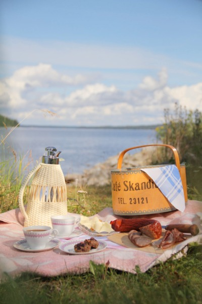 Oldfashioned Picnic at Storsjön, Jämtland, Sweden  Photo; Mikael Eriksson