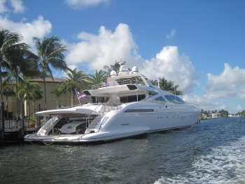 Mangusta in Fort Lauderdale
